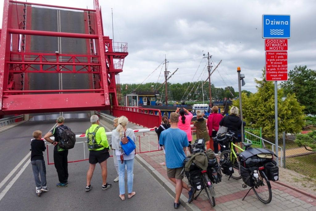 Zugbrücke über die Dziwna